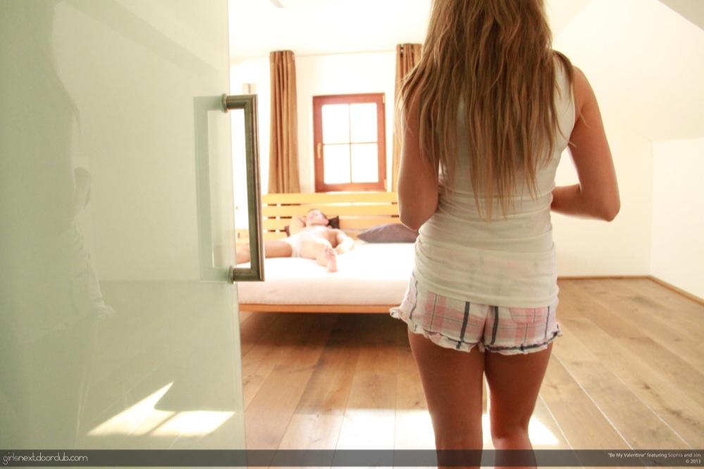 girlsnextdoorclub-sophia-be_my_valentine-1